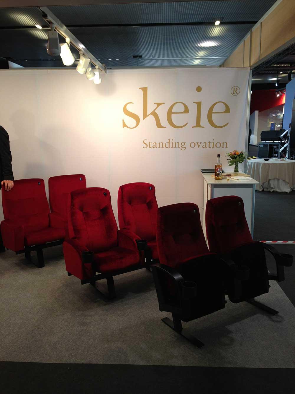 Skeie-stoler på utstilling i CineEurope 2013. Foto: Sigurd Moe Hetland.