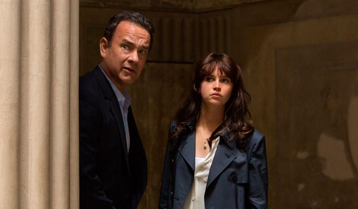 NOK EN HJELPER: Robert Landgon (Tom Hanks) får denne gangen hjelp av Sienna (Felicity Jones).