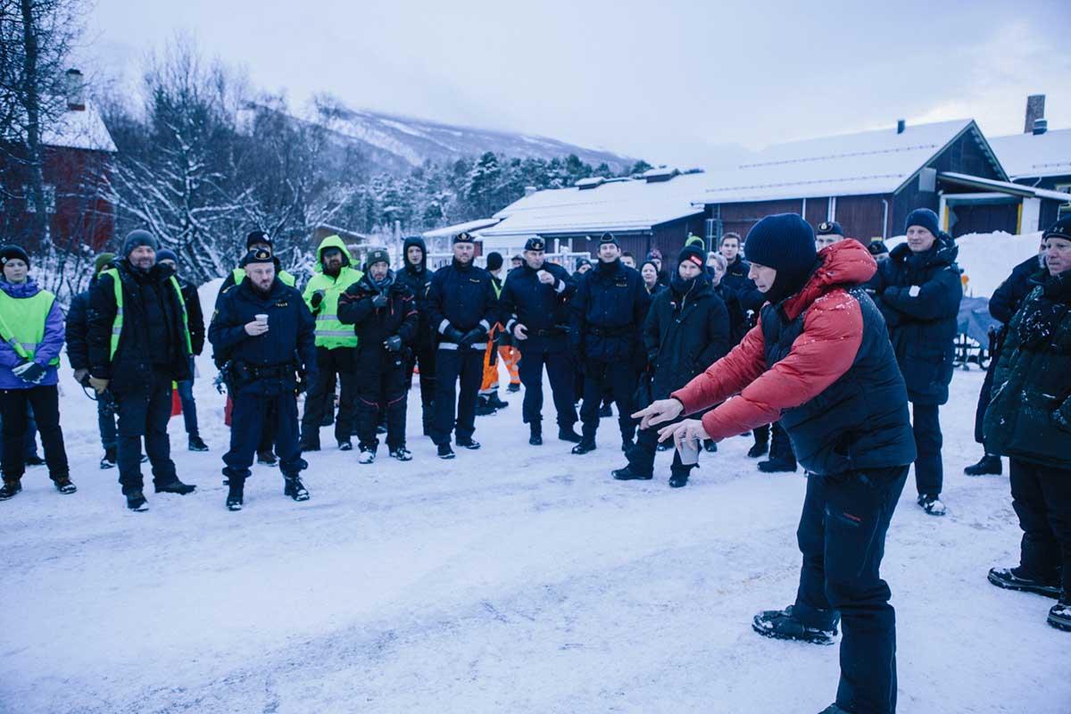Hallvard Bræin (t.h.) instruerer stab og skuespillere under Børning 2-innspillingen. Foto: Eirik Evjen, Filmkameratene