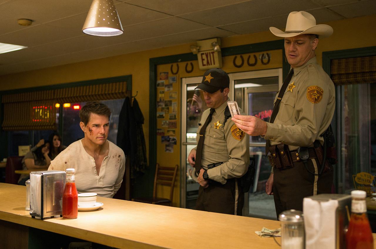 Tom Cruise spiller hovedrollen som Jack Reacher i Jack Reacher: Vend aldri tilbake.