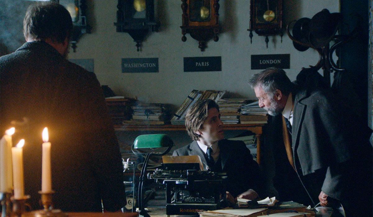 GODE SKUESPILLERE: Sverrir Gudnason og Michael Nyqvist presterer godt i filmen.