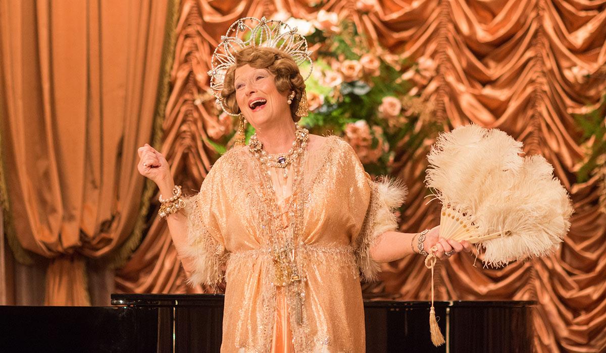 STADIG FORNØYELIG: Meryl Streep klarer igjen å fornye seg selv i rollen som Florence Foster Jenkins.