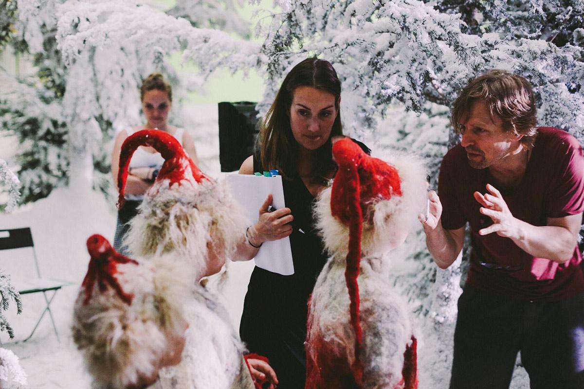 Regissør Terje Rangnes (t.h.) instruerer smånissene i filmen. Foto:Fantefilm
