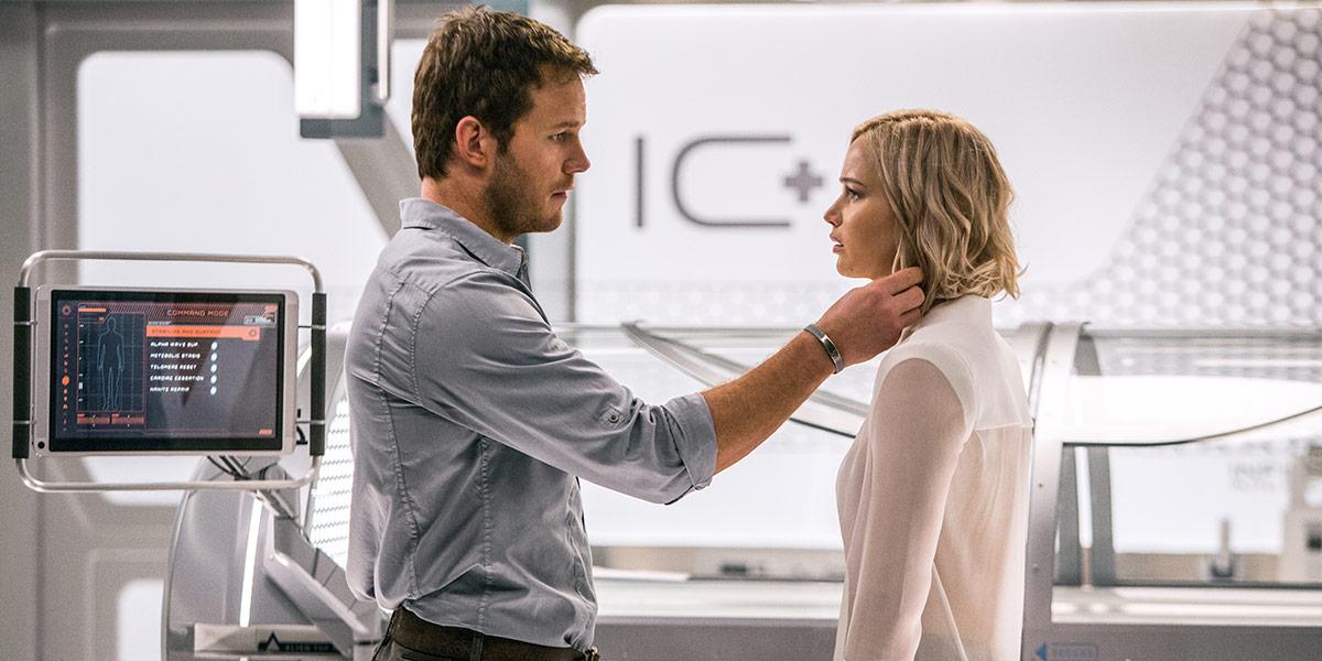 Jim (Chris Pratt) og Aurora (Jennifer Lawrence i Passengers.