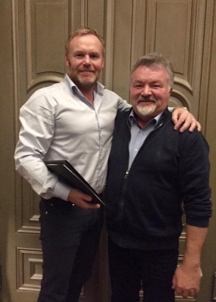 Oddvar Engan (Location) og Svein Jarle Fykse (grunnlegger av Popcorn Compagniet A/S) signerte avtalen om oppkjøp mandag 19. desember 2016 i Oslo. Foto: Location