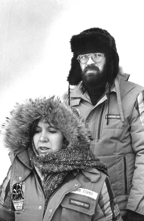 Carrie Fisher og Bjørn Jacobsen under innspillingen av The Empire Strikes Back på Finse i Norge i 1979. Foto: Privat