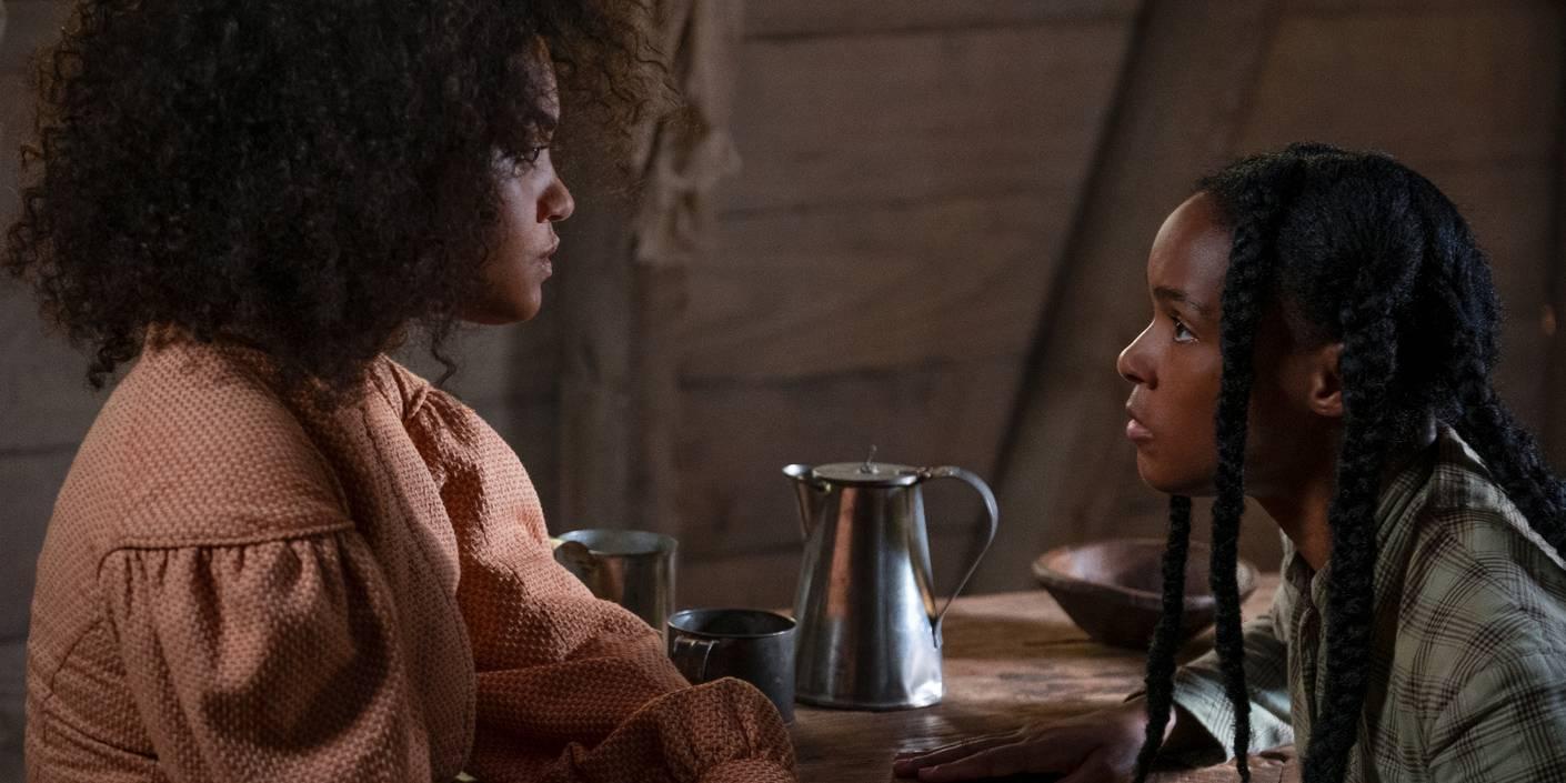 Kiersey Clemons som Julia og Janelle Monáe som Eden